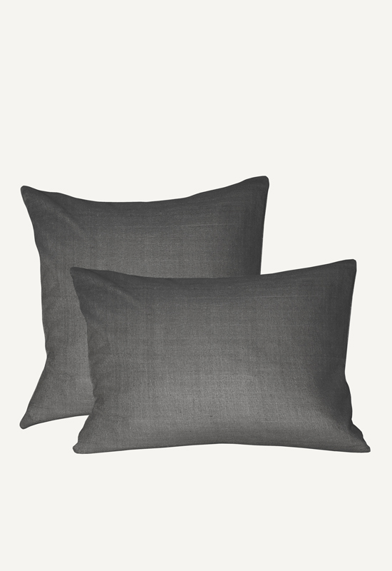 LUCA linen pillow in the group Shop Furniture / Furniture with express delivery at Layered (FLPILDG)