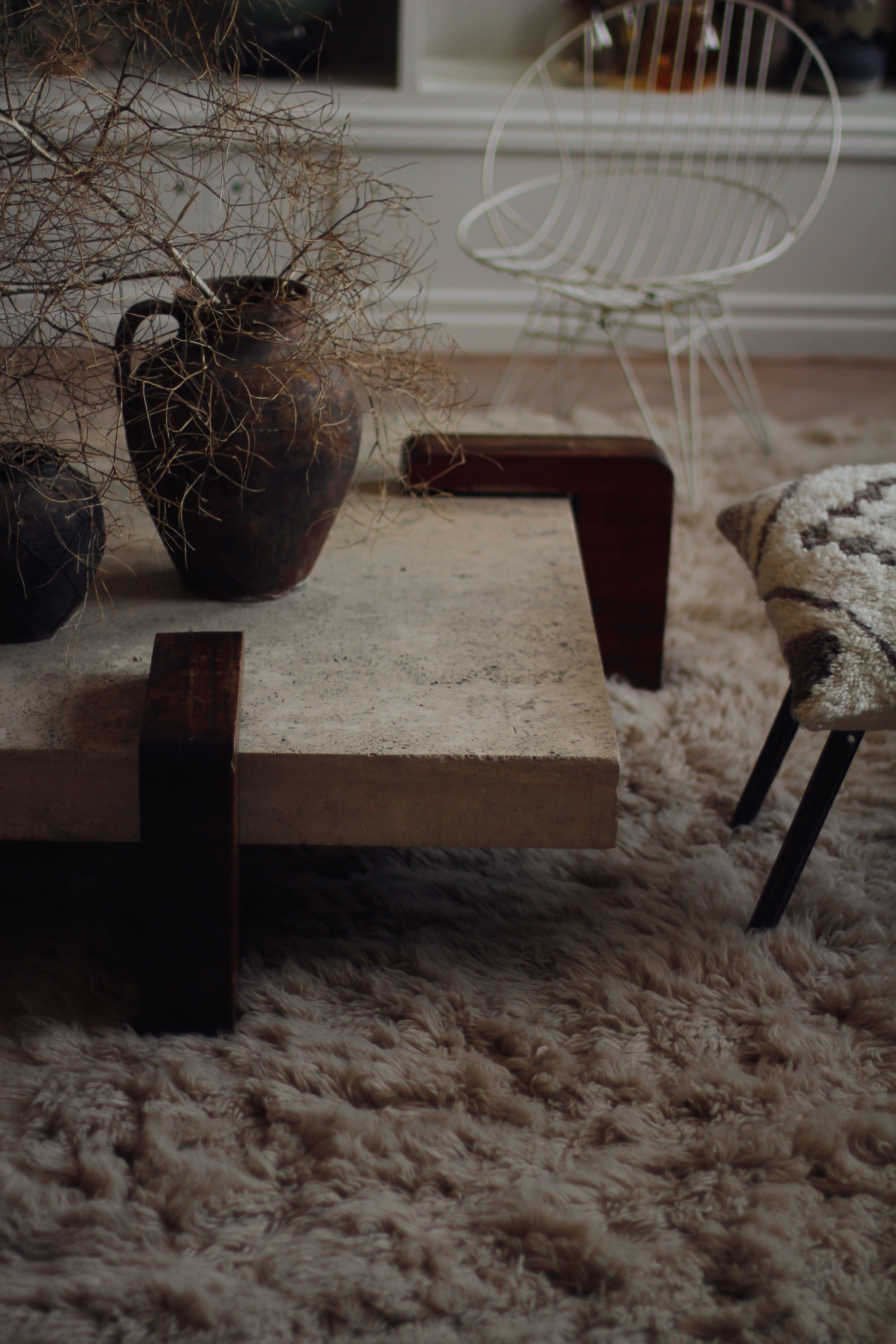 Shaggy Rug Oatmeal with chair and moderoriental pillow in living room by Malin Persson